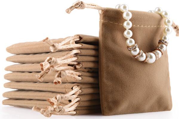 bracelet velvet pouch 1
